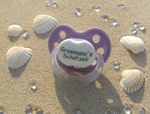 nuggi nr 1 nuggis mit kosenamen vorgefertigt nuggis personalisiertes nuggiketteli. Black Bedroom Furniture Sets. Home Design Ideas