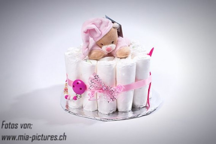 windeltorte rosa klein windelgeschenke geschenkideen nuggiketteli. Black Bedroom Furniture Sets. Home Design Ideas